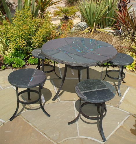 90 cm dia table and stool set Outside Art