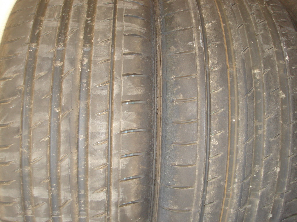 2Continental Tires 245 40 R18