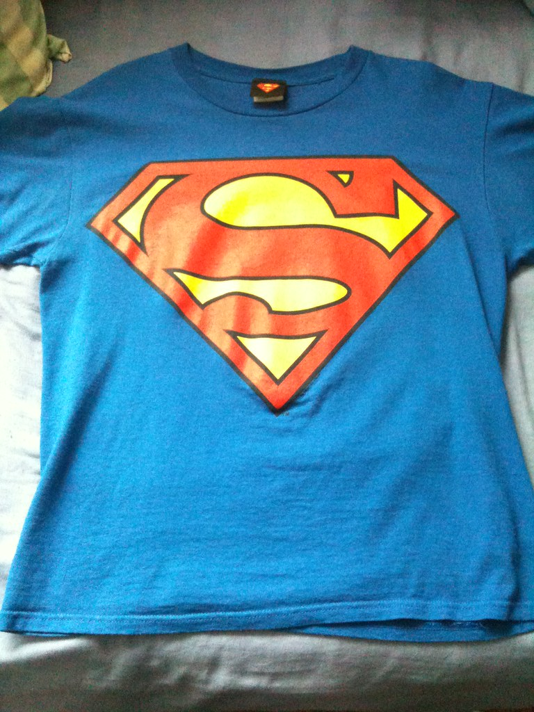 Superman enlarged classic logo top