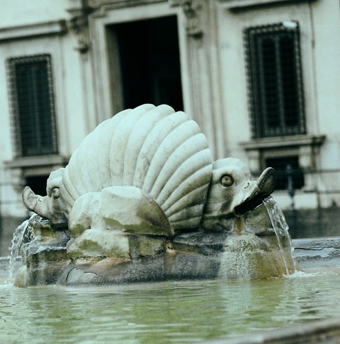 Fountain in the Piazza Colonna, Roma