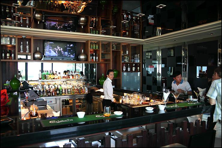 GTower Hotel bridge bar