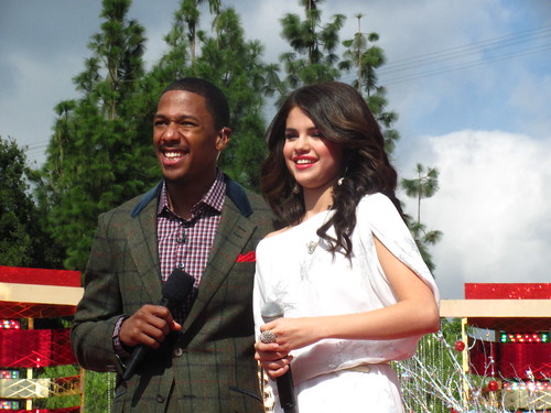 Selena Gomez says hello to Nick Cannon at the end of her performance