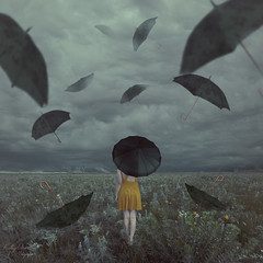 Tormenta // Storm (Kathy Chareun) Tags: challenge reto 365 umbrella paraguas cesped grass nature naturaleza wind viento dress vestido yellow amarillo surreal surrealismo surrealista surrealistic surrealism sky cielo