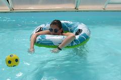 Forcement c'est plus court (pénélau9) Tags: friends party fete piscine alcool soleil vacances petosse vendée