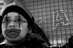V 1 (Imagen Dudosa) Tags: chile blanco valparaiso y negro niños bn retratos ojos carnaval primer plano payaso niño mil tambores