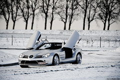 SLR. (Denniske) Tags: white up canon silver photography eos gris mercedes benz is hp shoot december doors open belgium belgique sneeuw belgi convertible automotive mc westvlaanderen 09 l shooting mm 12 pk 19 70200 2009 f28 ef 19th laren kortrijk roadster cabriolet westflanders silber opened 626 courtrai fotoshoot argento bhp lseries zilver llens 40d mercedesbenzslrmclarenroadstersnowphotoshootbydennisnote