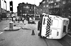 Police, Camera, Traction! (deepstoat) Tags: street london zeiss 35mm crash accident police flip yashicat5 oops van carcrash joyride thatsthesoundofthepolice autaut deepstoat