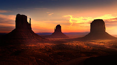 Monument Valley First Light (kevin mcneal) Tags: arizona utah monumentvalley fourcorners mittens specialpicture alemdagqualityonlyclub yourwonderland