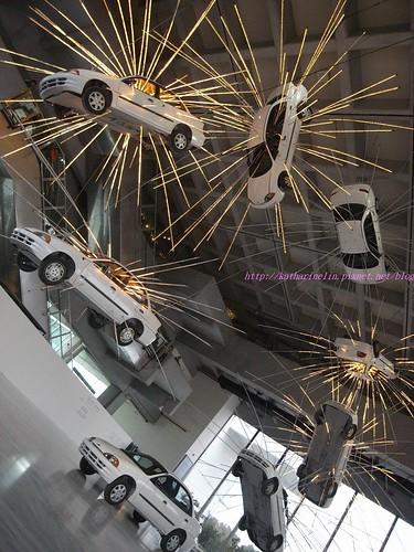 katharine娃娃 拍攝的 2飛騰的汽車。