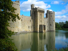 Bodiam Castle,East Sussex (National Trust) (rayyaro) Tags: uk england castle films movies bodiam nationaltrust eastsussex bodiamcastle roberttaylor filmlocations kaykendall quentindurward