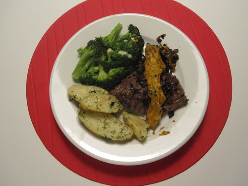 Bavette with roasted pepper sauce, broccoli, potatoes with butter and dill