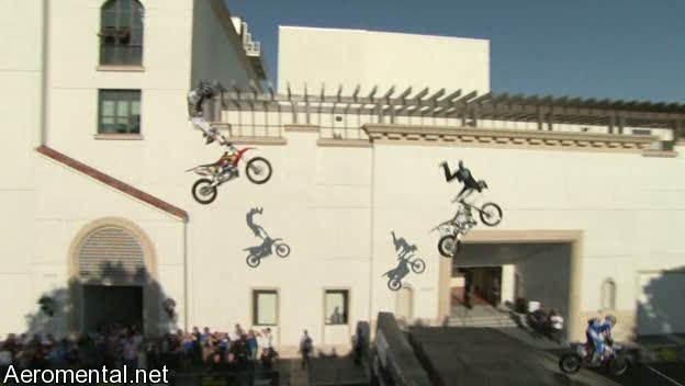 último Conan O'Brien The Tonight Show acrobacia de motos