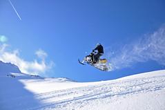 953J VAPOUR TRAILS F (coady1) Tags: lewis hills sleds