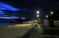 Noite em Ipanema - Night in Ipanema Beach (.**rickipanema**.) Tags: brazil rio brasil riodejaneiro night twilight nightshot noturna praiadeipanema nocturne ipanema ipanemabeach rickipanema caladodeipanema brazil2014 brasil2014 nikoncoolpixp80 rio2016 nightinrio twilightinrio nightinipanemabeach nightinipanema noiteemipanema