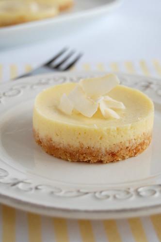 Lemon coconut mini cheesecakes / Mini cheesecakes de limão siciliano e coco