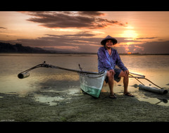 Waiting For The Sun (Lost In The RP) Tags: sunrise fisherman philippines bohol panglao bangka nikond300s