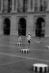 You want to be My Friend ? (Shadows Oliv) Tags: white black game paris children noir walk daniel grand palais blanc buren colonne jeux sug denfants