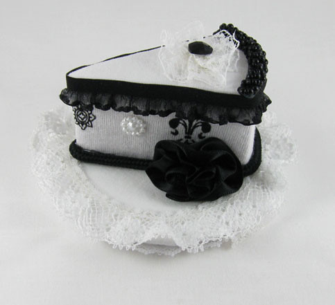BlackWhiteCakeHat3 by Sweet_Suzette.