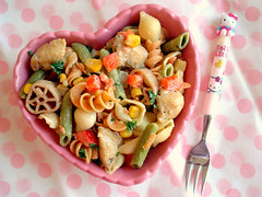 Chicken Pasta Salad (Laura Bento) Tags: pink food chicken lunch salad healthy corn pasta onions carrots dots parsley quick utensil polkadot redbellpepper hellokittyfork wackymacveggieshapes heartshapedbowlfromkroger