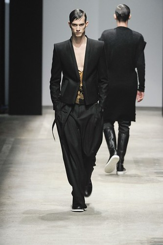 Theo Hall3046_FW10_Paris_Songzio(lizzylily@mh)