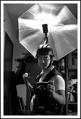Poser (light.helmet) (JackLabel) Tags: light portrait luz poser flash helmet autoretrato gadget diffuser capacete strobist lighthelm