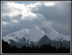 Entre deux averses (lavanthym) Tags: france alpes vent lumire neige nuage fvrier isre pentes trives jocou francelandscapes passiondclic