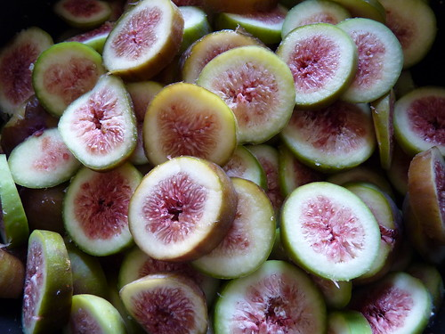 Sliced figs