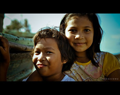 Girls (Hell62_Trbs) Tags: girls beach playground 35mm boat fisherman nikon asia child bokeh x malaysia kampung pantai bot terengganu sungai nelayan potret batin d5000 f18g hell62 trbscrewz