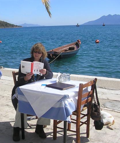 Karen de Vries met Laat de klant naar jou komenin Griekenland