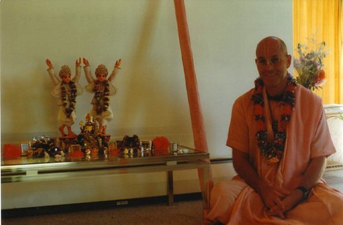 H H Indadyumna Swami  por ISKCON desire tree.
