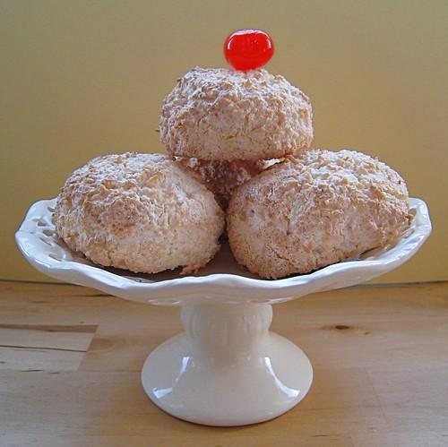 Delicious Delicious Delicious: Coconut Macaroons