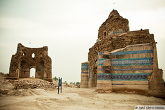 Tomb of Bahawal Haleem ( ) & Nooriya ( ) (Syed Sibt-e-Hassan) Tags: old pakistan history texture grave birds standing evening ancient nikon sad artistic unique awesome misc tomb stunning historical nikkor cinematic addiction destructive vr textured 18200mm d90 bahawalpur supershot adust 300old