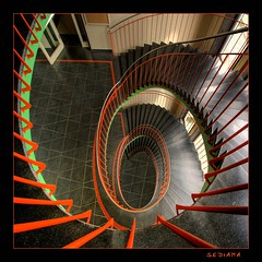 red and green (sediama (break)) Tags: red green rot stairs germany dresden university staircase universitt grn tu bannister sediama igp235123b bysediamaallrightsreserved