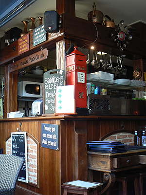 le pub d'Antibes, Blue Lady.jpg