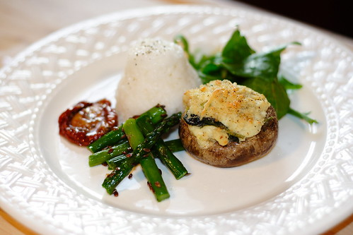 Stuffed mushrooms with side0002