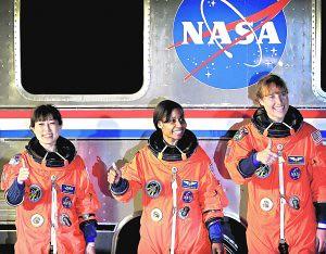 Las tres mujeres astronautas del Discovery