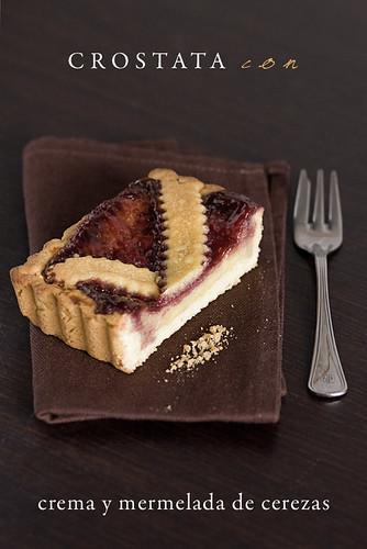 Crostata con crema y mermelada de cerezas