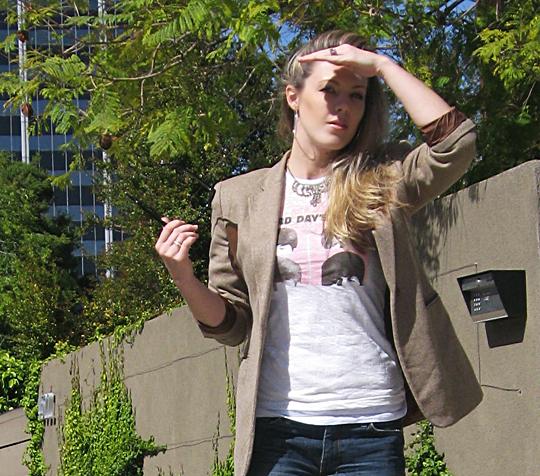 beatles tshirt+jeans+blazer+close2