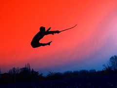 Wushu Jianshu (espada) (lucerio) Tags: china contraluz atardecer mono fight fighter dragon arte sable sombra manos amanecer karate sin kungfu salto kung fu silueta wushu pelea rueda chinas artes aire combate tigre sombras lucha siluetas con espada shaolin ataque suelo carpa mortal defensa volando backflip grulla marcial volar acrobacias saltos patada acrobacia coreografia posicion nanbei enelaire artesmarciales artemarcial posiciones mortales marciales enelsuelo patadas combates carpado jianshu