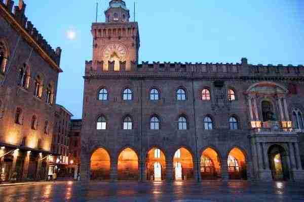 Palazzo D'Accursio, al via la campagna elettorale