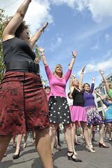 _AVW0431 (jenjenpr) Tags: amsterdam jennifer flashmob delano martinbril rokjesdag flashmop jenniferdelano lisaportengen rokjesdag020 smartensexy