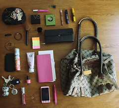 What is really in her bag ? April 2010 (donchris!™) Tags: 3 project bag is abril sac her purse april what 12 aprile bolsa avril borsa 312 2010 tasche kwiecień torba