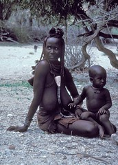 namibie : Himba women (Micheline Canal) Tags: africa african culture tribal safari afrika tribe ethnic namibia tribo himba afrique ethnology tribu namibie tribus ethnie ethnieethnicpeople
