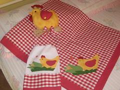 Toalha de mesa e porta pano de prato (dinorahramos) Tags: galinha artesanato toalha tecidos appliqué botões patchcolagem panodeprato portapanoprato