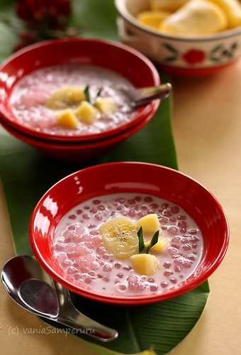 Pearl Sagoo Sweet Porriage with Banana & Fermented Cassava