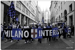 G-Inter Scudetto 18 - Milano 05 (Ròòò) Tags: milano duomo festa calcio inter tifosi fcinternazionale scudetto campioni campionato nerazzurri interisti