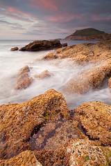 Itsasbeheran agerian (Andoni Lamborena) Tags: sunset canon atardecer rocks stones bizkaia hitech rocas lucero muskiz ilunabarra kobaron itsaslur arkaitzak puntalucero cobarn 5d2 5dii lamborena