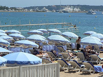parasols bleus.jpg