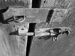 (KytyStroybel) Tags: lock blackwhitedoor