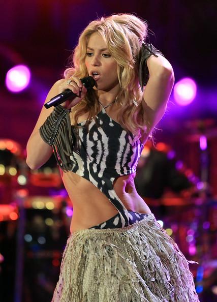 Thumb Un hoyo entre los músculos del vientre de Shakira en el Mundial de Sudáfrica